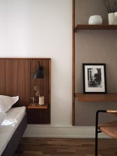 Japandi, or the Subtle Art of Minimalism ilaria fatone - japandi - minimal bedroom in dark wood Home Bedroom, Bedroom Decor, Bedrooms, Bedroom Furniture, Mid Century Bedroom, Minimal Bedroom, Beautiful Sofas, Interiores Design, Interior Design Inspiration