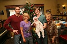 """""""Raising Hope"""" (TV Series stars Martha Plimpton, Cloris Leachman, Garret Dillahunt, and Lucas Neff. Crack-Up T. show. 90s Tv Shows, Movies And Tv Shows, My Name Is Earl, Cloris Leachman, Raising Hope, Tv Show Games, Parks N Rec, Travel Humor"""