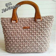 No photo description available. Crotchet Bags, Crochet Tote, Crochet Handbags, Crochet Purses, Love Crochet, Knitted Bags, Macrame Purse, Craft Bags, Handmade Bags