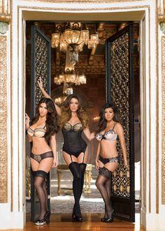 Les Kardashian diffusent leur «kollection» de vêtements et accessoires dans les grands magasins américains Sears. Cette saison, Kim, Kourtney et Khloédévoilent une ligne de lingerie pour laquelle elle posent toutes les trois.