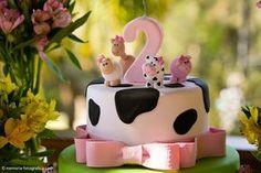 Bolo topo Farm Birthday Cakes, 2nd Birthday Party Themes, Farm Animal Birthday, Cowgirl Birthday, Cowgirl Party, Baby Girl Birthday, Barnyard Cake, Barnyard Party, Farm Party