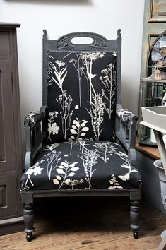 Antiquechic - Page 2 of 70 - recycling and reinventing furniture Wingback Chair, Accent Chairs, Furniture, Creative, Home Decor, Repurpose, Upholstered Chairs, Decoration Home, Room Decor
