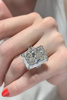 The Best Engagement Rings For Women In 2019 ★ engagement rings for women white gold solitaire radiant cut diamond Popular Engagement Rings, Beautiful Engagement Rings, Engagement Ring Cuts, Radiant Engagement Rings, Gold Diamond Wedding Band, Bridal Rings, Wedding Rings, Unique Rings, White Gold Rings