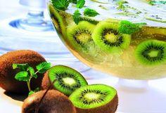 Unser Tipp für den sonnigen Tag morgen:  Kiwi Bowle - lasst es euch schmecken!  http://www.starcookers.com/detailseite/recipe/kiwi-bowle/
