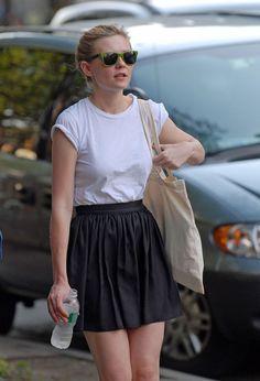 Kirsten Dunst. Black skirt + tshirt