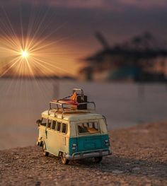 The end of a long day. Cool Pictures For Wallpaper, Love Wallpaper, Screen Wallpaper, Miniature Photography, Cute Photography, Creative Photography, Cute Cars, Image Hd, Cute Wallpapers