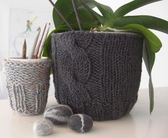 Knitted Planter Cozy - (in German)