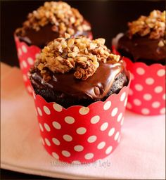 Cupcake Rocher, con nutella e cioccolato (italian lemon cake kids) Ferrero Rocher, Mini Desserts, Chocolate Desserts, Italian Lemon Cake, Sweet Recipes, Cake Recipes, Muffins, Something Sweet, Mini Cakes