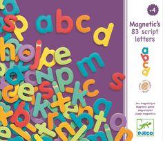 <p>83 houten magnetische letters in een mooie bewaardooswaarvan de klep sluit met een magneet.De magneten zijn4 mm dik.<br />Om je eigen naam te maken, die van papa, mama en je beste vriendje.<br /><br /></p>