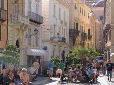 Alghero, die schönste Stadt Sardiniens, blickt nach Westen. Von dort, übers Meer, kamen Katalanen als Kolonisten.