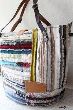 Hobo Bag Patterns, Creative Shoes, Diy Handbag, Patchwork Bags, Denim Bag, Fabric Bags, Beautiful Bags, Handmade Bags, Purses And Bags