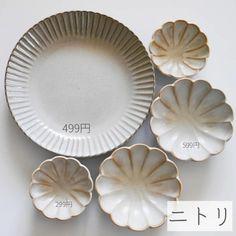 【ニトリ】で見つけた素敵なテーブルウェア☆アイディア食器からおしゃれな食器まで   folk Porcelain Ceramics, Ceramic Art, Japanese Taste, Serveware, Tableware, Cafe Menu, Japanese Ceramics, Bento Box, Pottery Art