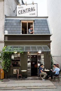 House by West Architecture Studio The eensy Central Hotel & Café in Copenhagen is a single-room inn located above a charming old world café.The eensy Central Hotel & Café in Copenhagen is a single-room inn located above a charming old world café. Deco Restaurant, Restaurant Design, Modern Restaurant, Deco Design, Cafe Design, Interior Design, Store Design, Design Design, Hotel Europa