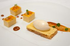 Vanille-crème brûlée/ appelcompote / kaneelijs — bij Restaurant Hemingway.