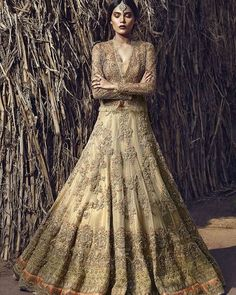 Pakistani couture Bridal wishlist geting out of control Such a gorgeous number by @farahandfatima #farahandfatima #fashion #chic #bridal #couture #bridaldress #desibride @zaraabid
