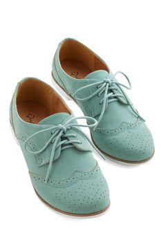 Cool Contrast Flat. Lace up these sweet mint Oxfords  chill out in bold retro style! #green #modcloth