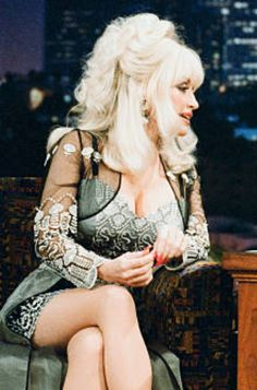 Dolly on late night show promoting an album.