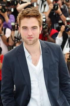 Robert Pattinson fans support his effort to quit smoking