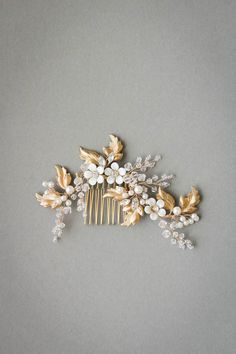 Capture Percy Handmade's feminine aesthetic with the Zinnia crystal and floral bridal hair comb. Inspired by wildflowers and all things wild and wonderful.