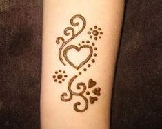 i want a real tattoo that looks like henna - Hand Nail Ideas Cute Henna Designs, Henna Tattoo Designs Simple, Beginner Henna Designs, Tattoo Simple, Animal Henna Designs, Henna Foot Designs, Henna Designs For Kids, Henna For Beginners, Henna Flower Designs