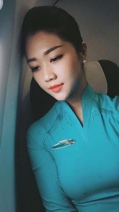 【ベトナム】ベトナム航空 客室乗務員 / Vietnam Airlines cabin crew【Vietnam】 Airline Cabin Crew, Vietnam Airlines, Ao Dai Vietnam, Office Uniform, Office Skirt, Flight Attendant, Cheongsam, Asian Woman, Dress Skirt
