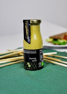 Für mediterrane Saucen, zum Grillen, als Dressing oder als Dip für Rohkost wunderbar einsetzbar – die kontrastreiche Honig-Senf-Sauce vom Saucenfritz.