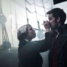 #OUAT Behind The Scenes with Colin O'donoghue on Season 4 Killian Jones, Captain Swan, Captain Hook, Best Tv Shows, Best Shows Ever, Hook Ouat, Killian Hook, Guy Liner, Colin O'donoghue