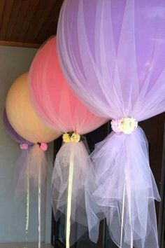 Balloons & tulle decorations