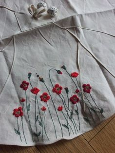 Herb Embroidery, Diy Embroidery Patterns, Embroidery On Kurtis, Kurti Embroidery Design, Hand Embroidery Videos, Hand Embroidery Projects, Hand Embroidery Flowers, Hand Work Embroidery, Embroidery On Clothes