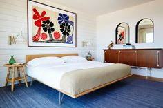 """plastolux: """"Montauk House by Studio Robert McKinley century, """" Totally digging this mid-century modern bedroom! Love the artwork and the. Bungalow Interiors, Cottage Interiors, Bedroom Interiors, Residential Interior Design, Home Interior Design, Custom Furniture, Furniture Design, Arched Window Mirror, Arch Mirror"""