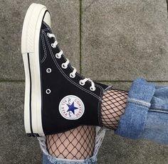 Imagen de converse, black, and shoes - Schuhe! Converse Outfits, Converse Haute, Mode Converse, Black Converse, Sneakers Mode, Converse All Star, Sneakers Fashion, Fashion Shoes, Converse Tumblr