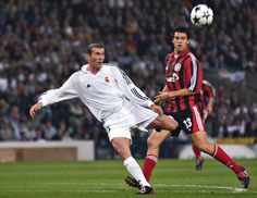 Zidane's extraordinary goal - Champions League's final 2002 Real Madrid Football Club, Football Is Life, Real Madrid Cristiano Ronaldo, Real Madrid Wallpapers, Best Football Players, Zinedine Zidane, Le Chef, Man United, Best Player