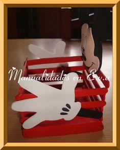 Aunque ademas de un dulcero podria ser un centro de mesa. Mickey Mouse Classroom, Minnie Y Mickey Mouse, Fiesta Mickey Mouse, Disney Classroom, Mickey Party, Mickey Mouse Birthday, Baby Shower Tea, Disney Kitchen, Miniature Crafts
