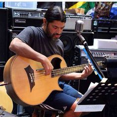 Robert Trujillo - bass player who can also play flamenco guitar Robert Trujillo, Great Bands, Cool Bands, Metallica, Ron Mcgovney, Jason Newsted, Dave Mustaine, Kirk Hammett, James Hetfield