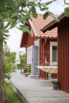 Summertimes in Sweden are spent enjoying nature while living in a stuga. Scandinavian Cottage, Swedish Cottage, Red Cottage, Swedish House, Red Houses, Summer Cabins, Cabana, Hygge, My Dream Home