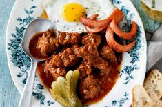 Coachman's Goulash - Goulash is one of Austria's comfort foods and is a staple dish in any Viennese coffehouse as well as rustic Gasthaus. Foto: Wolfgang Schardt Had this in Austria when I was there and it was AMAZING! Austrian Cuisine, Austrian Food, Wine Recipes, Cooking Recipes, Beef Goulash, Hot Sausage, Austrian Recipes, Savoury Dishes, International Recipes