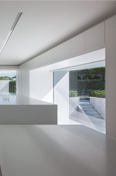 Balint House in Spain by Fran Silvestre Arquitectos _