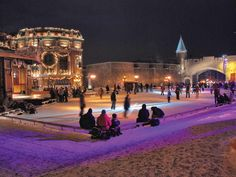 For the Holiday Season, Old Québec is transformed into a real Christmas village where lights and snow create an enchanting setting. Find out what makes Québec City one of the most Christmassy places in the world!