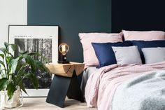 Edison table lamp. Polish poster. Dusty pink bedding. Wool blanket. Solid wood furniture. B=Navy blue bededing. Pink bed linen.