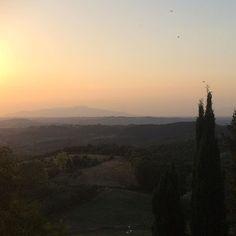 Goodnight 🌄 #sunset #viewfrommybalcony #tuscany