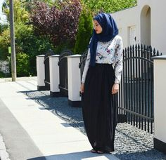 Blue hijab Maxi skirt Hijabi fashion #maxi #skirt #fashion #lovely #black