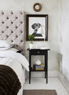 Papier peint oriental beige Rajapur - Cole and Son - Au fil des Couleurs Home Bedroom, Bedroom Furniture, Bedroom Decor, Bedrooms, Bedroom Colors, Scandinavian Interior Bedroom, Cole And Son, Home Improvement Projects, Bed Frame