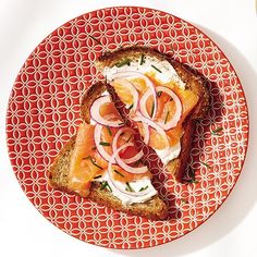 Breakfast Smoked Salmon Toast 1 slice whole-wheat bread, toasted 1 Tbsp cream cheese 2 oz smoked salmon 1 thick slice red onion 1 Tbsp chives Spread cream cheese on toast and top with salmon, onion, and chives. Low Calorie Breakfast, Easy Healthy Breakfast, Healthy Breakfasts, 1600 Calorie Meal Plan, Pancakes Protein, Clean Eating, Healthy Eating, Balanced Breakfast, Best Breakfast Recipes