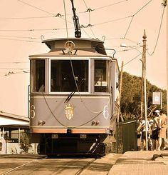 De blauwe tram van Barcelona