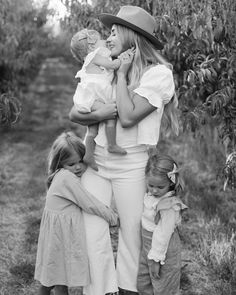 Mom And Baby, Mommy And Me, Baby Love, Baby Kids, Cute Family, Family Goals, Family Portraits, Family Photos, Cute Kids