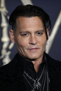 Bloated Johnny Depp is virtually unrecognisable in bizarre outfit for night out Johnny Depp Characters, Johnny Depp Movies, The Hollywood Vampires, Hollywood Actor, Hot Actors, Actors & Actresses, Beautiful Men, Beautiful People, Johny Depp