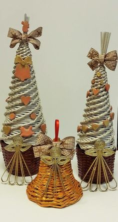 Stromcek Christmas Minis, Rustic Christmas, Christmas Tree Ornaments, Newspaper Art, Newspaper Basket, Paper Weaving, Weaving Art, Diy And Crafts, Christmas Crafts