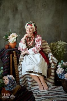 20 Amazing Facts about Moldova You Probably Didn't Know Folk Fashion, Ethnic Fashion, Ukrainian Dress, Russian Culture, Folk Clothing, Ethnic Outfits, Married Woman, Folk Costume, Traditional Dresses