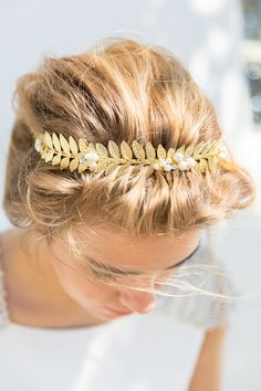 Gold leaf wedding #hair accessory @weddingchicks