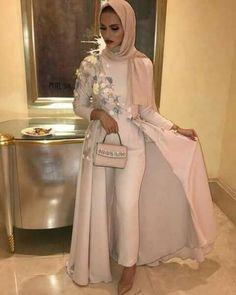 Hijab Fashion Nuriyah O Martinez - Fashion Jumpsuit Hijab, Hijab Gown, Hijab Evening Dress, Hijab Dress Party, Hijab Outfit, Evening Dresses, Islamic Fashion, Muslim Fashion, Modest Fashion